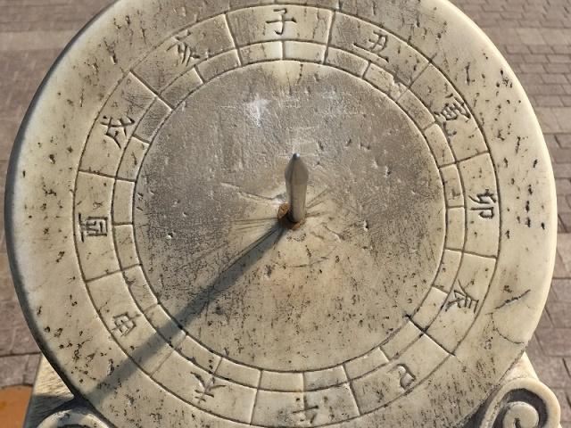 清华的日晷与《三点半和六点半》